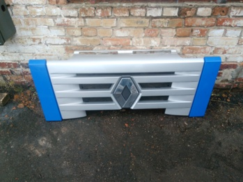 Решётка радиатора Renault MAGNUM 2002