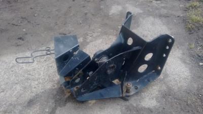 кронштейн для крепления запаски на тягаче DAF 2006