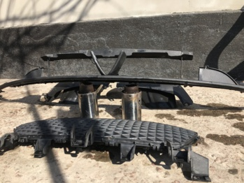Решетка радиатора стокового бампера Mazda RX8 2006